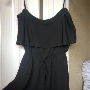 Tops - Flowy black blouse